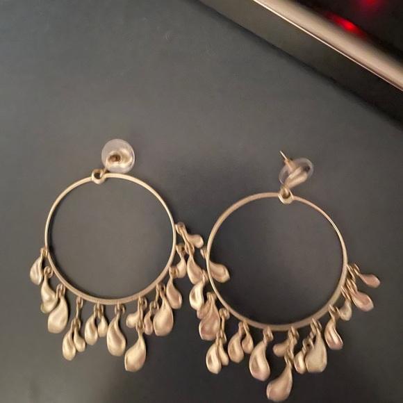 Kendra Scott hoop earrings